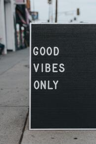 mark-adrianne-good-vibes-unsplash