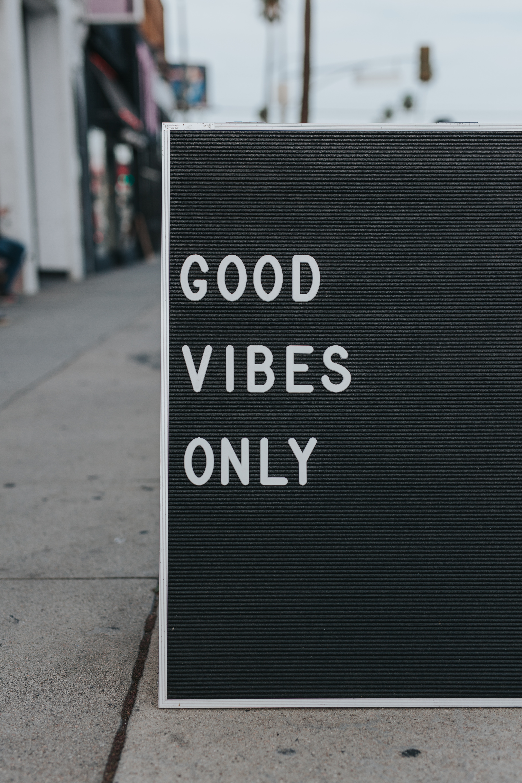 mark-adrianne-good-vibes-unsplash